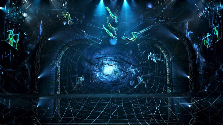 Video adds an infinite perspective to the set. (Photo: Cirque du Soleil)